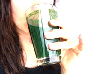 Spirulina in the morning: a rich green spirulina smoothie for breakfast - mmm!
